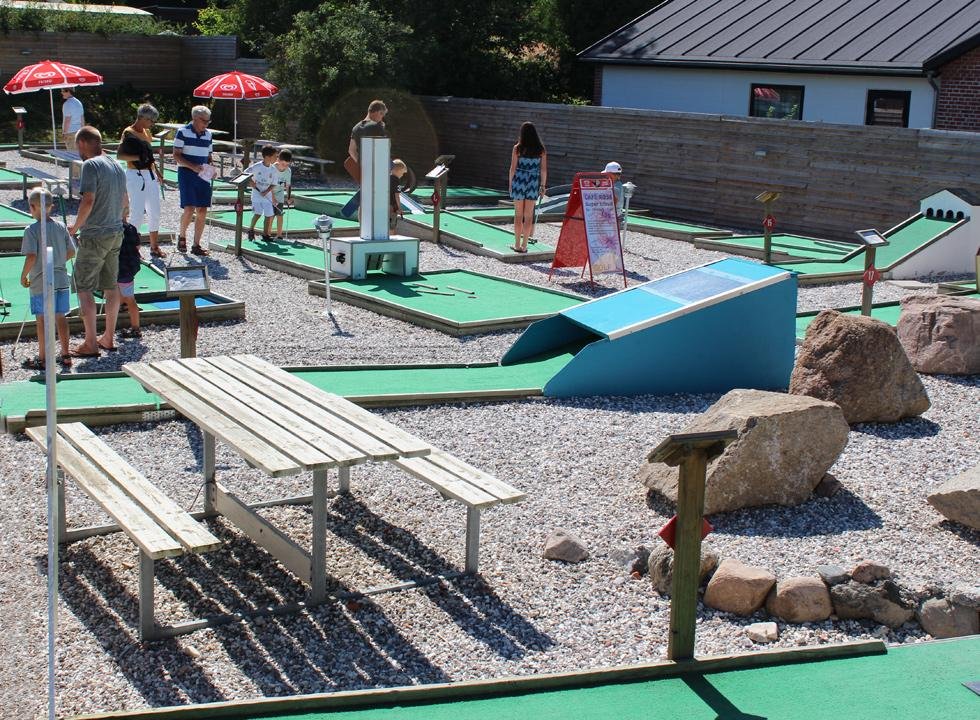 You can challenge each other on the minigolf course in Dronningmølle