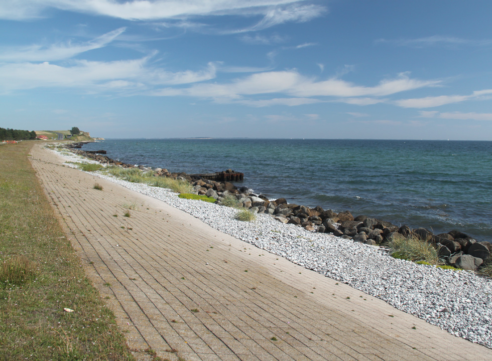 The coast near the holiday homes in Dunkær on Ærø