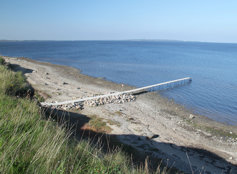 You can walk all the way from the slope by the bathing jetty and out into the bathing water of the Limfjord in Ertebølle