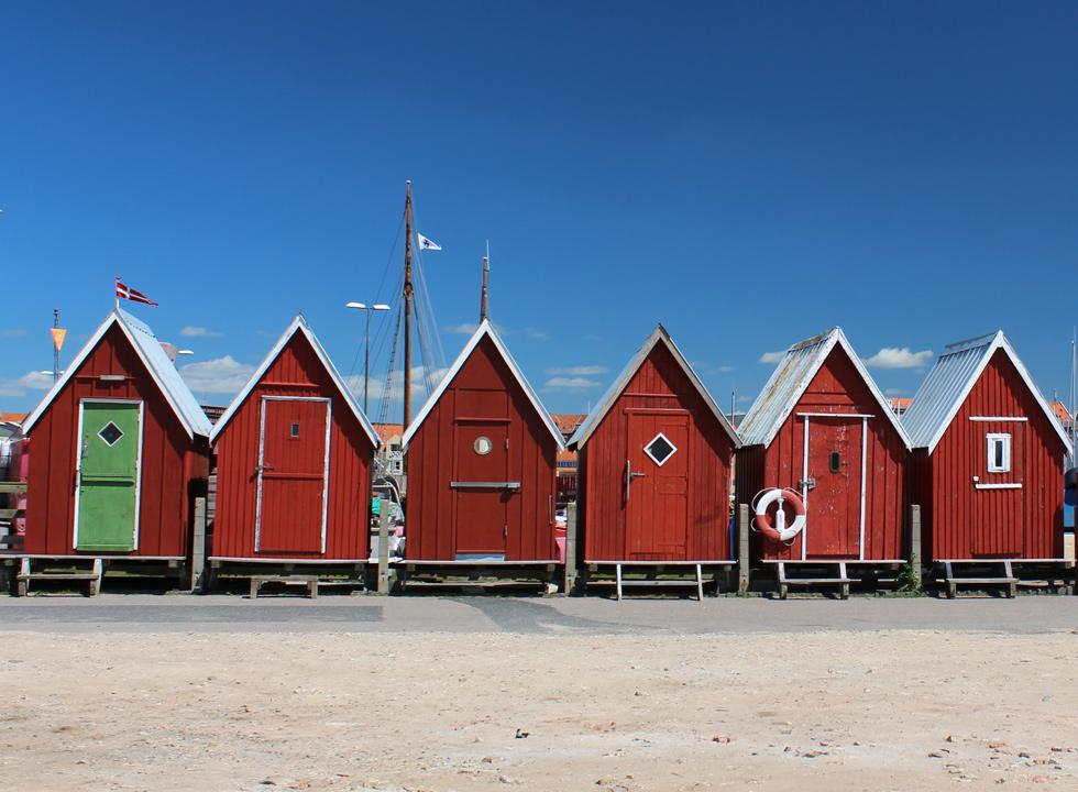 Small and picturesque fishing cabins by the harbour in Fåborg