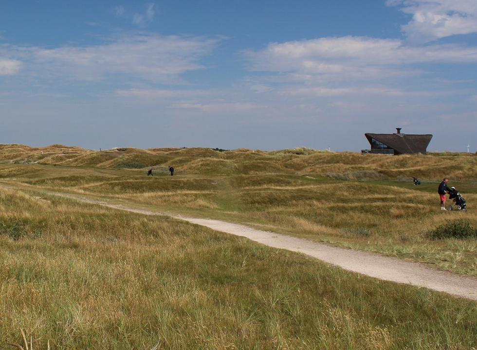 Between Fanø Bad and Fanø, Grøndal you will find the golf course of the island Fanø Golf Links in scenic surroundings