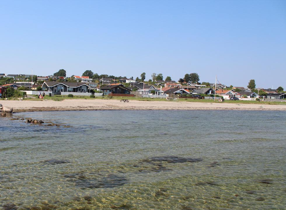 Many holiday homes in Følle are situated almost on the beach