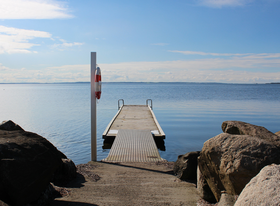 Bathing jetty on the Limfjord by the marina in the holiday home area Gjøl