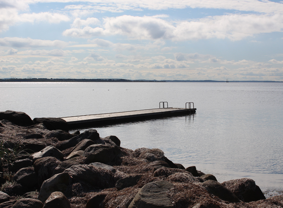 The bathing jetty of Gjøl, which is placed by the marina, leads you many metres out in the Limfjord