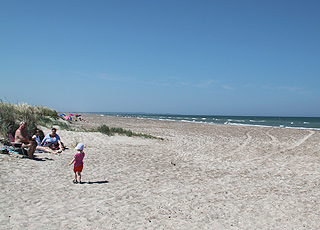 Wide sandy beach and low dunes in Grønne Strand