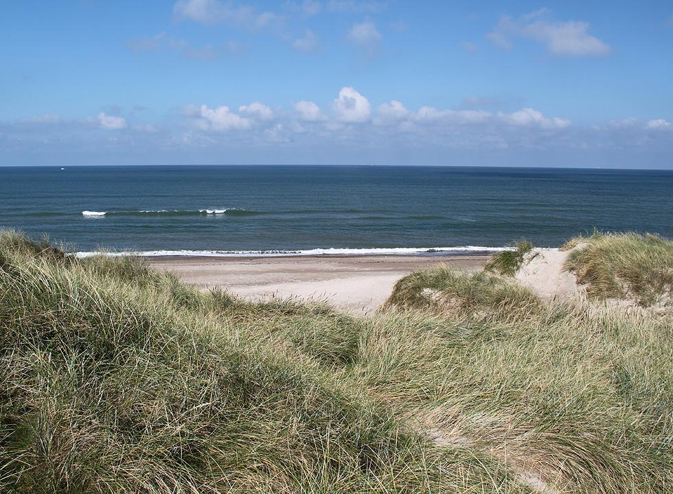 Lovely bathing beach with high dunes, south of Hanstholm