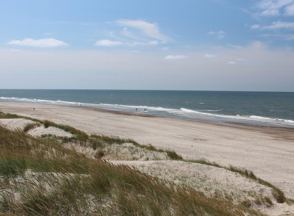 The southern part of the wide sandy beach in Haurvig