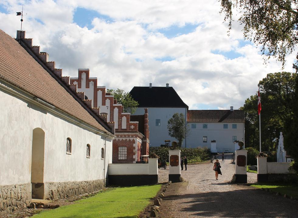 Experience the historic castle, Dragsholm Slot, during your holiday in a holiday home in Havnsø