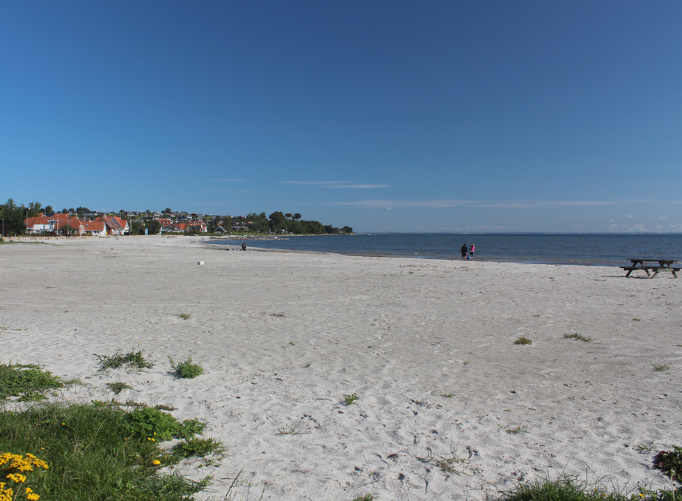 The long wide and sandy beach with lovely bathing water in Hejlsminde