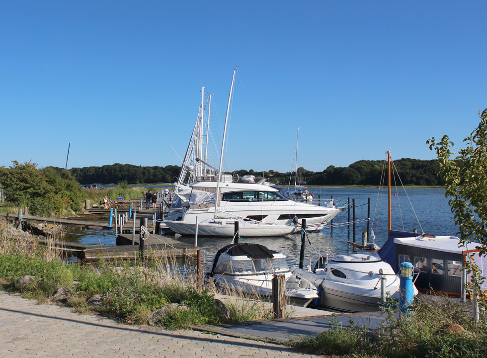 The charming marina in the holiday home area Hejlsminde