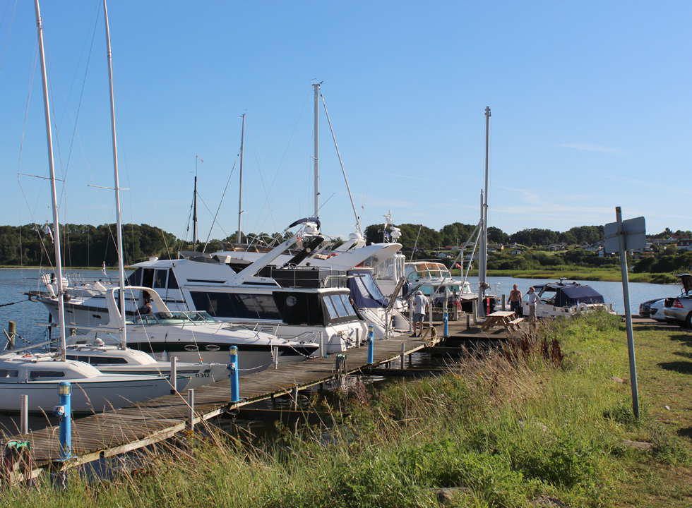 The marina in the holiday town Hejlsminde is situated next to the wide sandy beach
