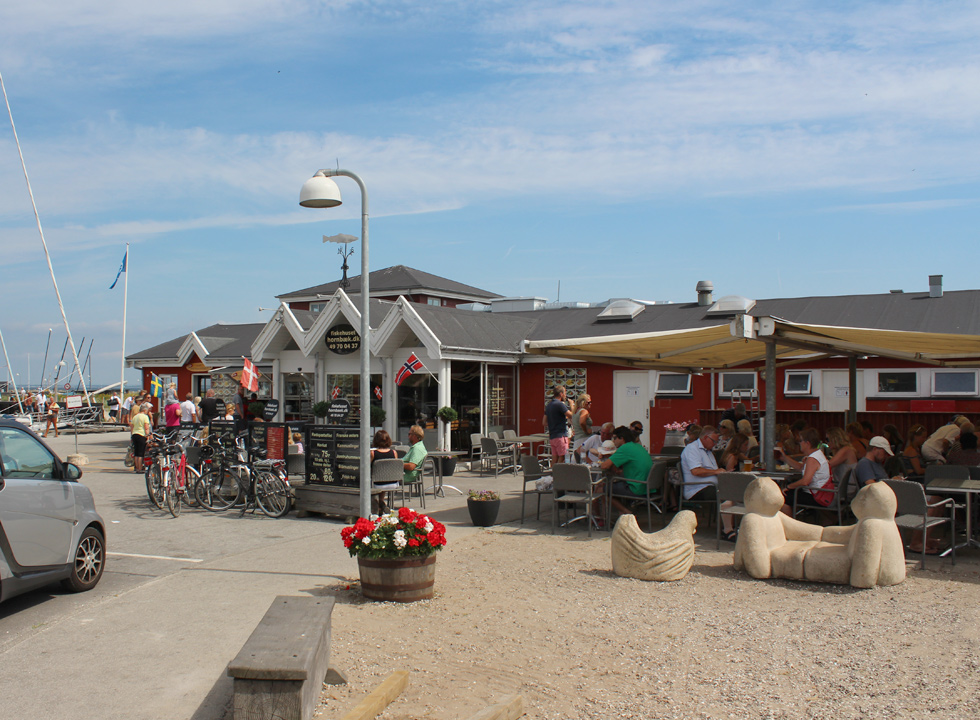 Smokehouse and restaurant by the marina in Hornbæk