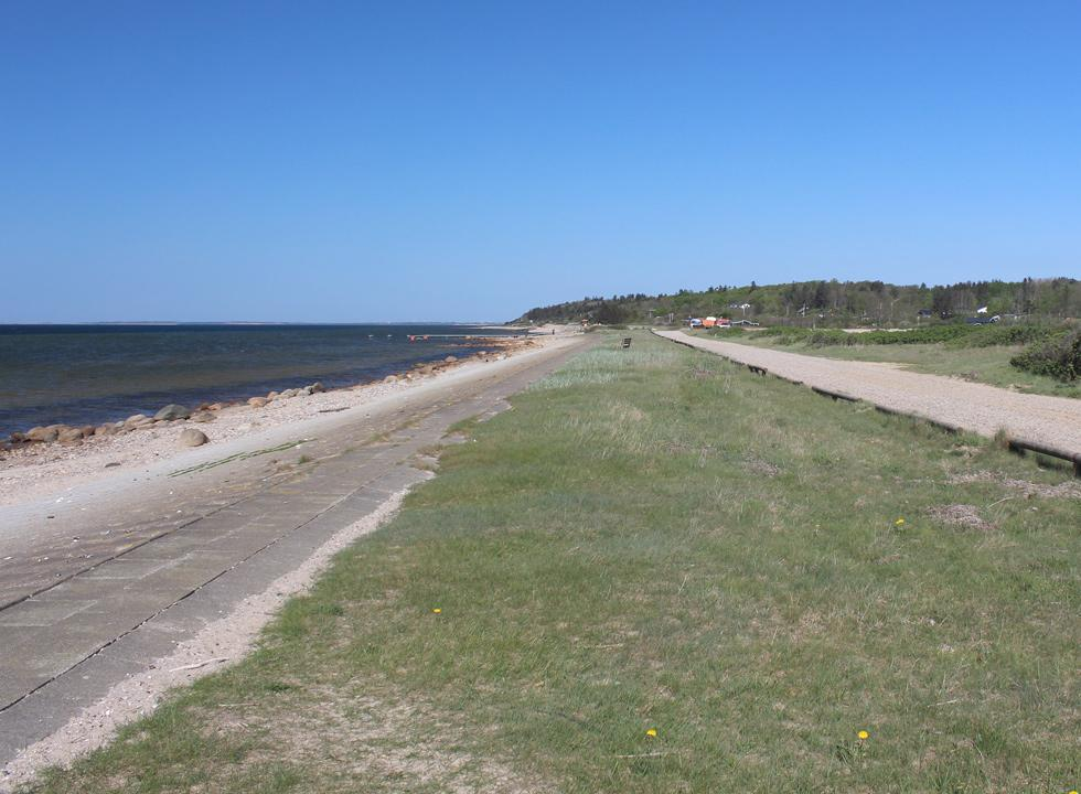 View along the beach to the holiday homes in Hostrup