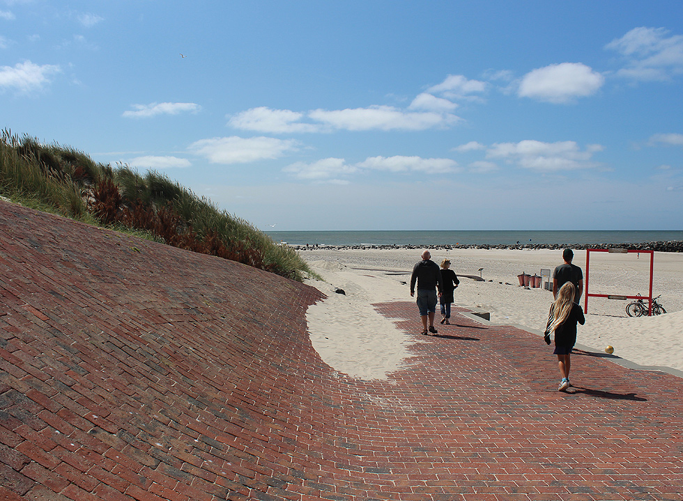 Access to the lovely bathing beach with dunes in Hvide Sande