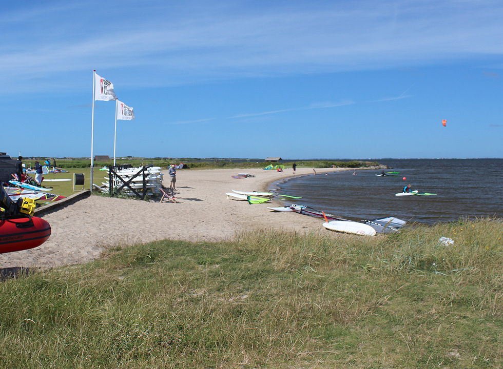By the surf beach in Hvide Sande you can rent surf equipment and receive instructions