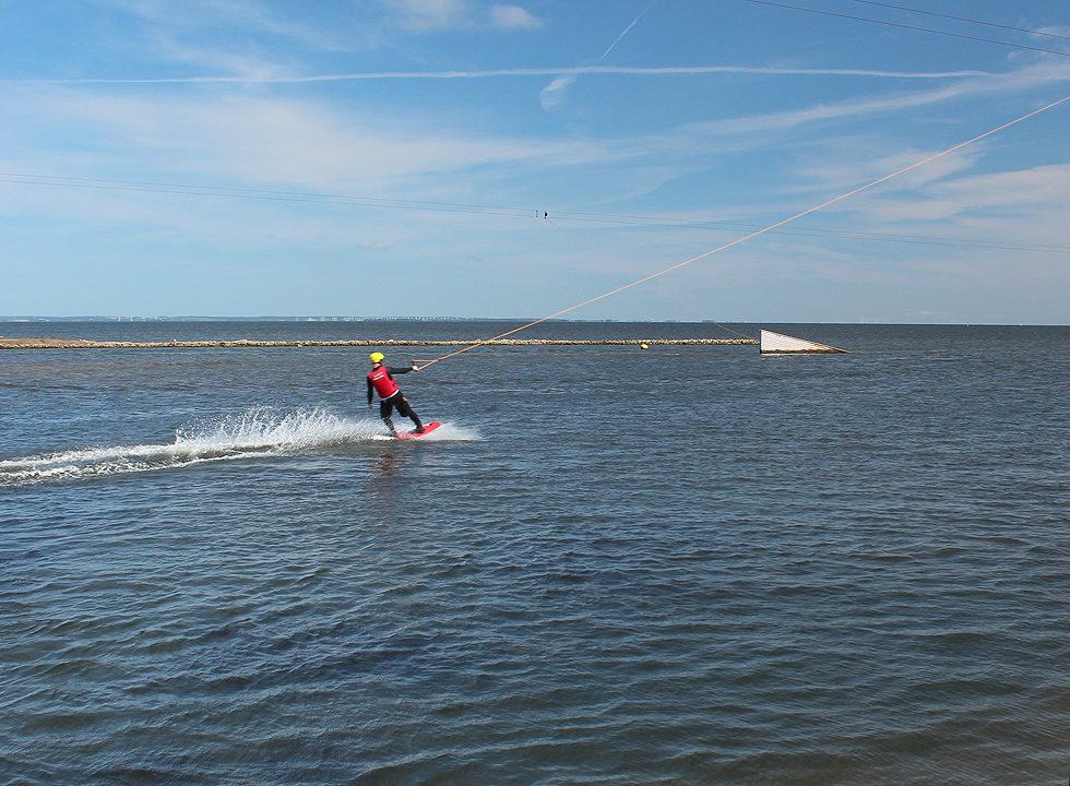 In the cable park in Hvide Sande water skiers can unfold and show off their tricks