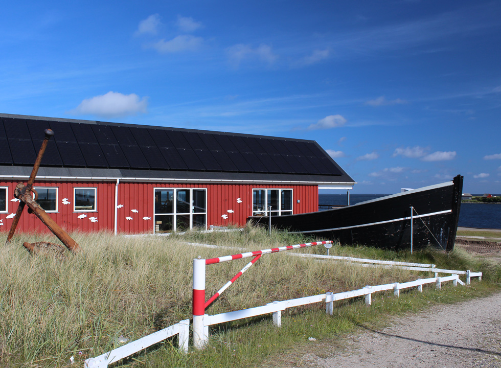 The local historical museum Fiskeriets Hus with saltwater and freshwater aquariums is located right by the bay Ringkøbing Fjord in Hvide Sande