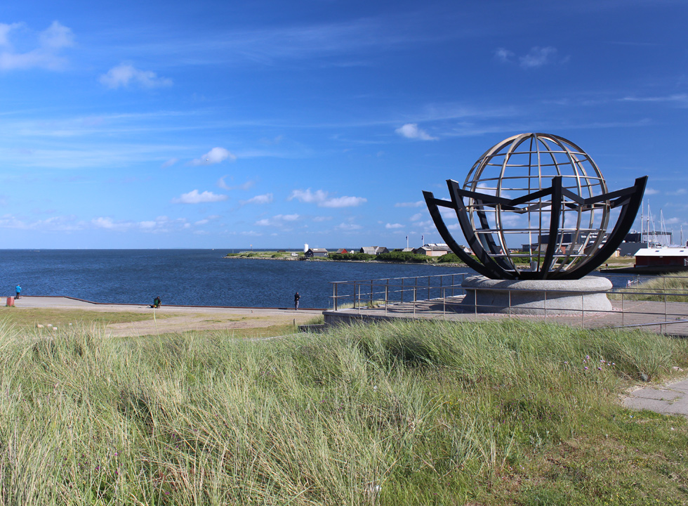 The sculpture Cyklus, which was donated to Hvide Sande by the artist Leo Andersen in the occasion of the town's 75th anniversary