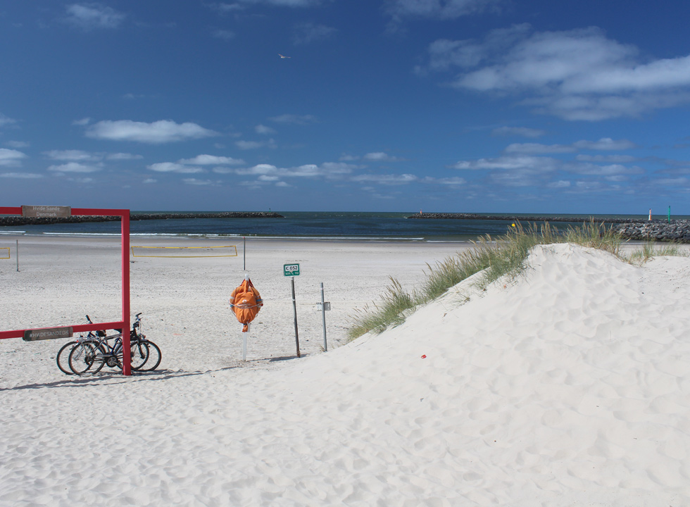The beach in Hvide Sande invites swimming, relaxation and various beach activities