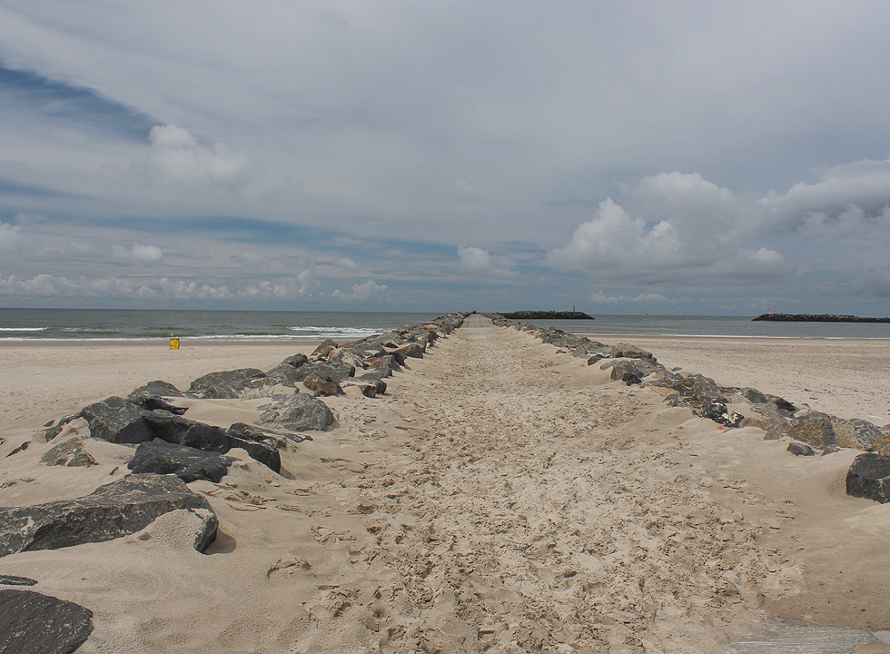 From the beach in Hvide Sande you can go out on the long pier