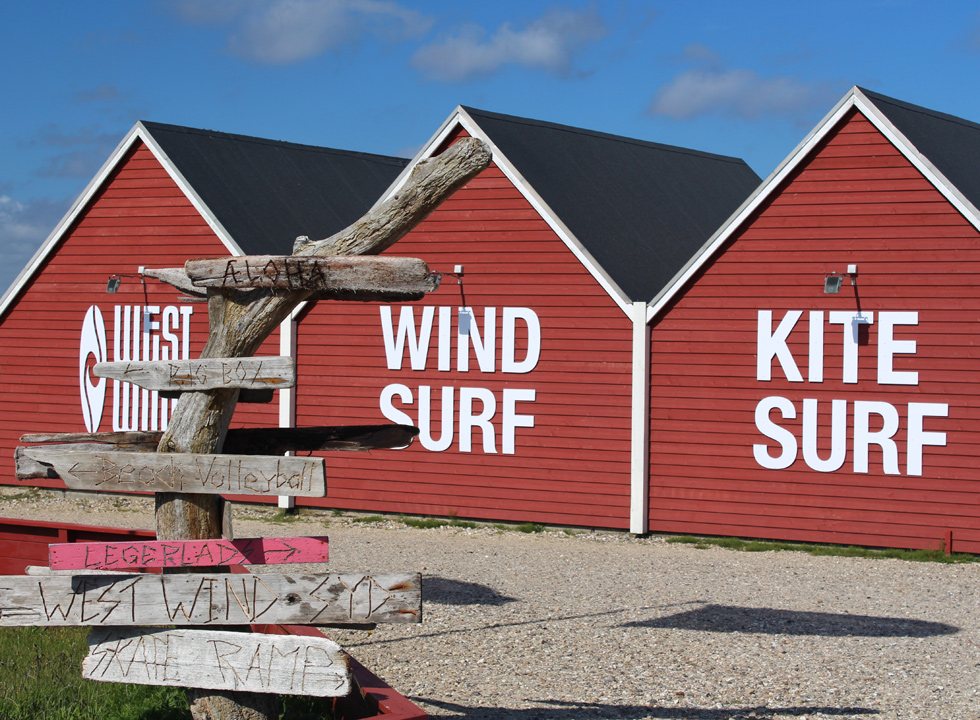 At West Wind in Hvide Sande you can learn to surf on the shallow water of the bay Ringkøbing Fjord
