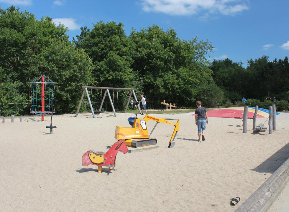 In Jegum Feriepark you can make use of a large playground by the common area