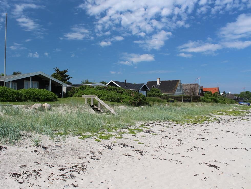 Cosy holiday homes with direct access to the beach in Jørgensø