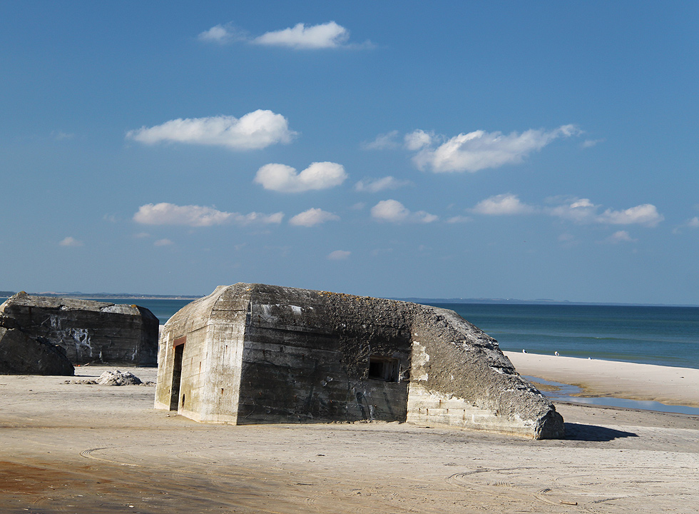 Bunkers on the bathing beach of Kandestederne