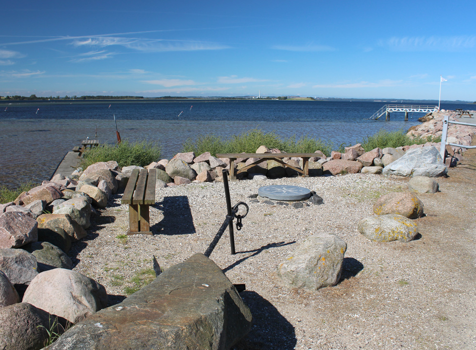 View bench by the marina in Knebel