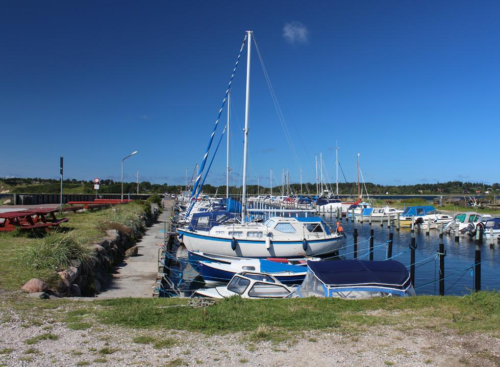 Charming marina in the holiday home area Kulhuse