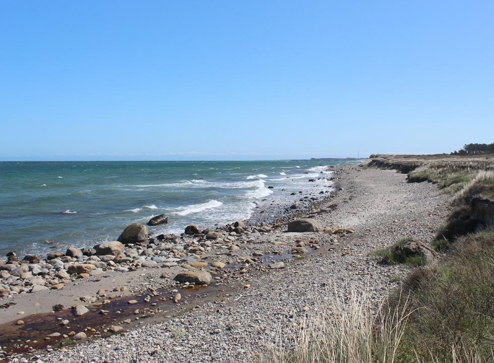 The stony coast by the golf course and the holiday homes in Nordmarken on Laso