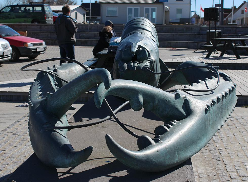 The impressive, 4 metres long langoustine in Osterby is made out of bronze by the local artist  Ingegerd Bilving Jørgensen