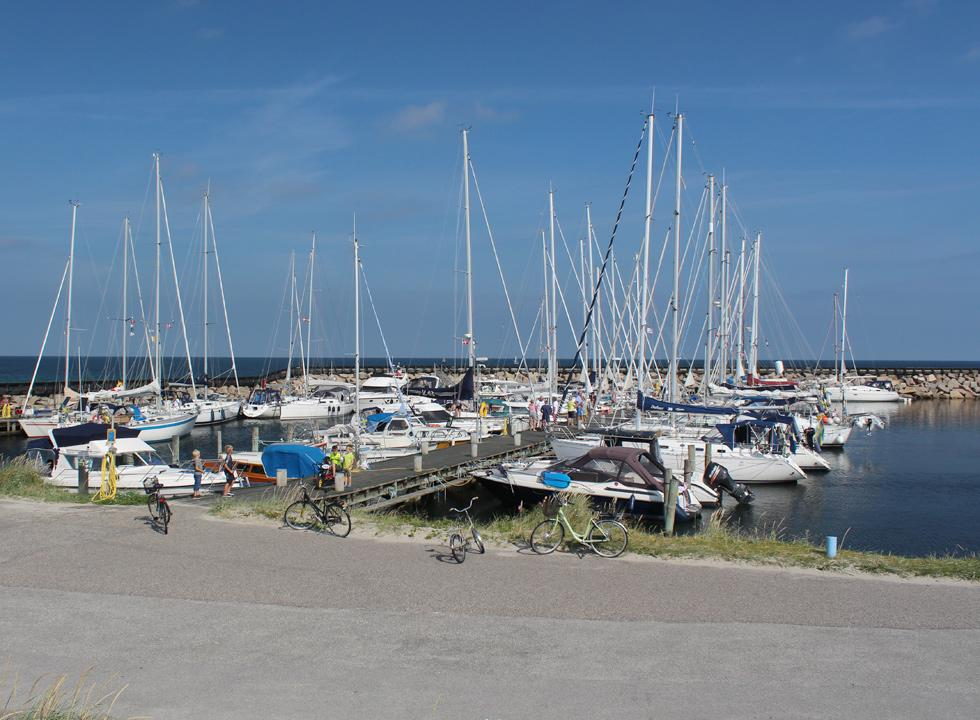 The marina in Osterby is located just a stone's throw from the bathing beach and the restaurants of the town
