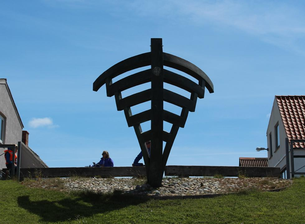 The bronze ship bow in the harbour of Vestero is created by the local artist Ingegerd Bilving Jørgensen