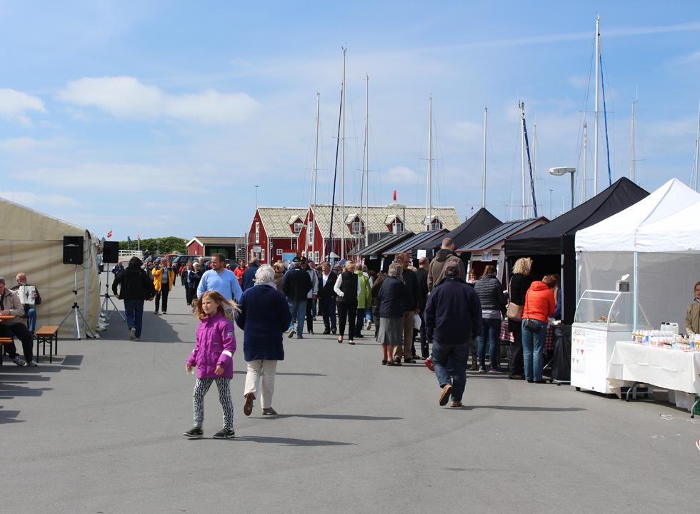 Eateries and interesting stalls with local products on the harbour of Vestero on Laso
