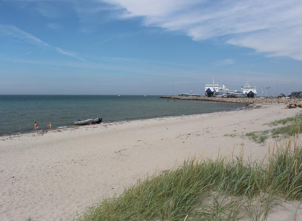 The child-friendly sandy beach in Vestero begins by the ferry harbour