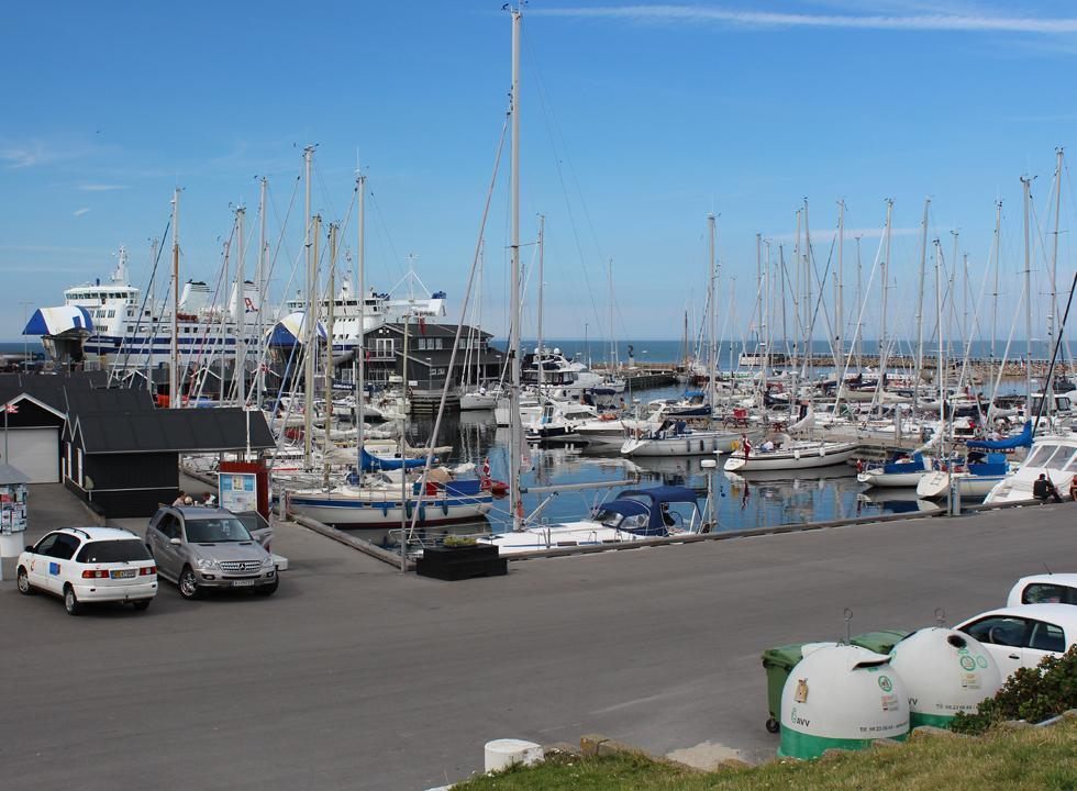 The cosy marina in Vestero is situated right next to the ferry harbour of Laso