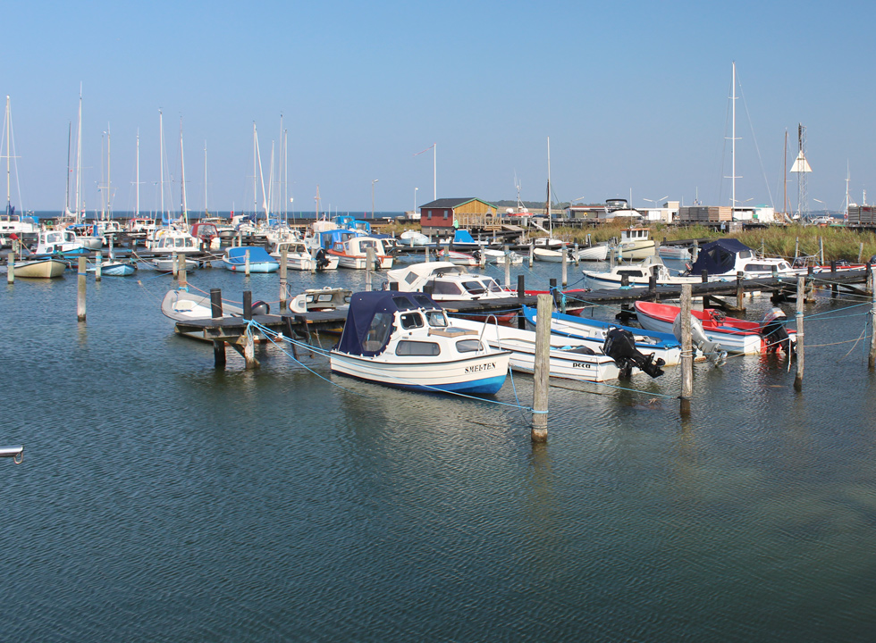 In the cosy harbour of Langø you will find leisure boats, fishing boats and sailboats