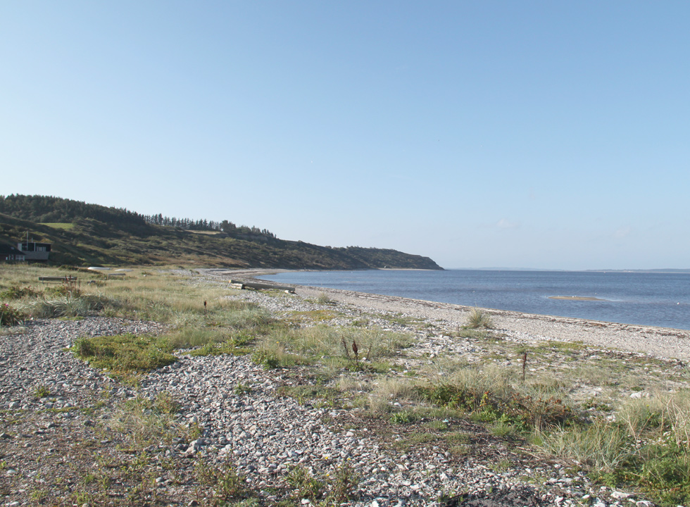 The holiday home area in Lendrup stretches along the bay and ends by the hills towards south