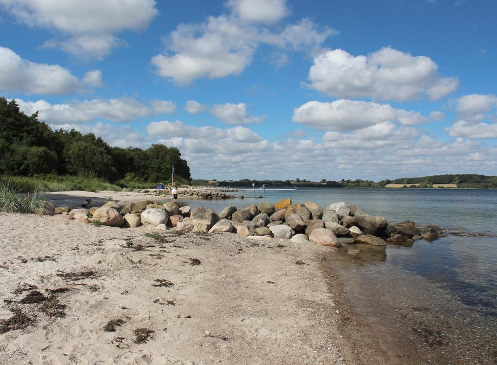 View along the beach and the small bays of the holiday home area Løjt