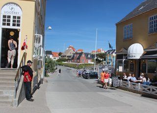 Town environment in Lonstrup with galleries and restaurants