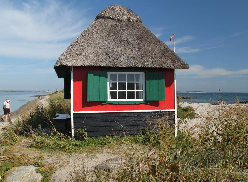 Idyllic thatched beach huts with sea view from all windows on Eriks Hale in Marstal