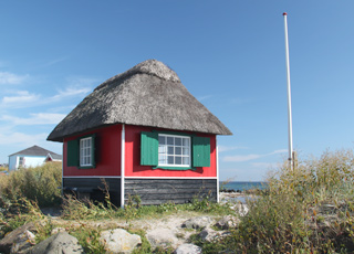 Idyllic beach hut on the tongue, Eriks Hale, in the holiday home area Marstal