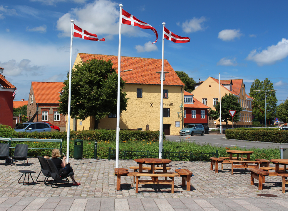 A cosy square between the museum and the harbour in Nexø
