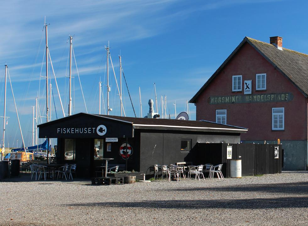 Cosy fish restaurant with a view of the harbour in Norsminde