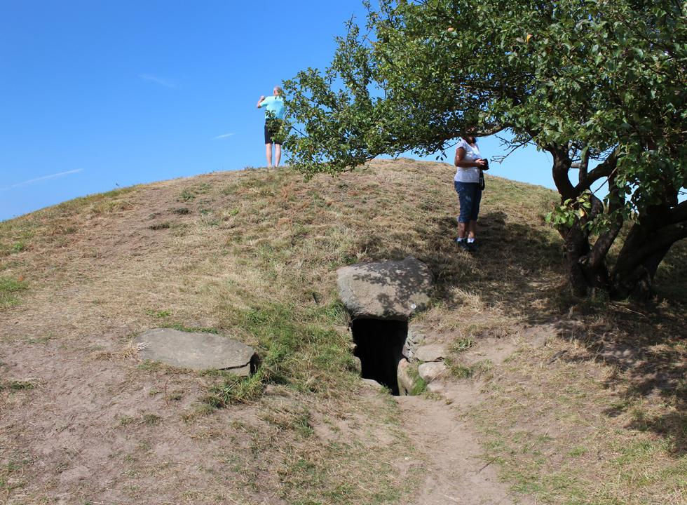 Right outside Nykøbing Sjælland you will find Sealand's largest passage grave, the 5,200 years old Birkehøj