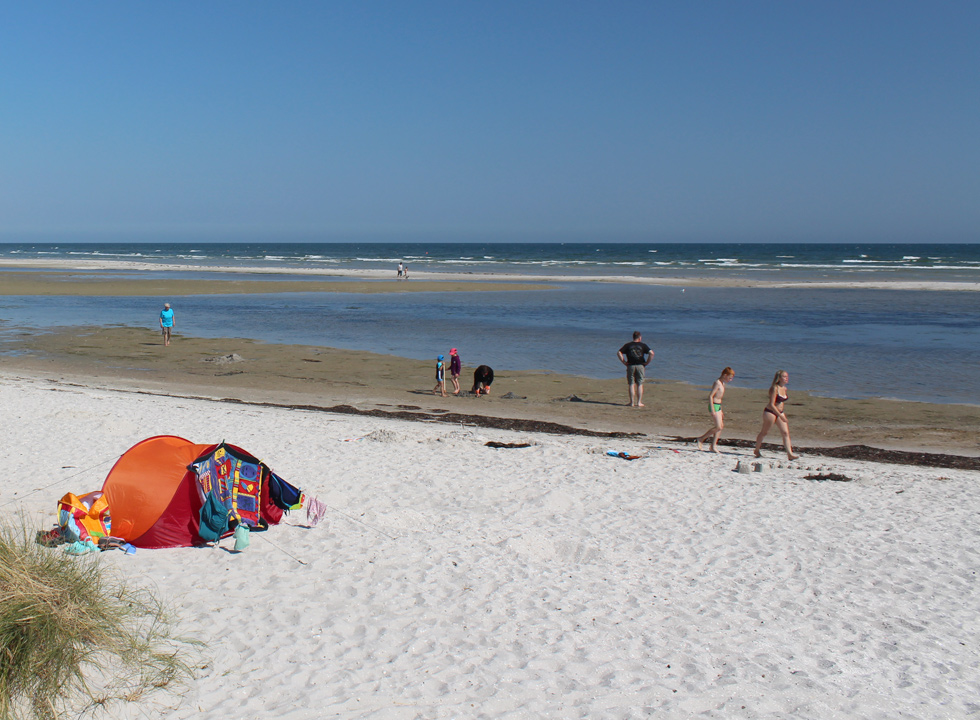 Atmosphere and activities on the lovely sandy beach in Oster Hurup