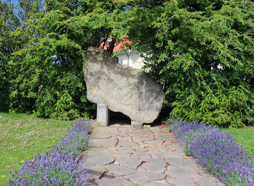 A beautiful granite rock, which has the same shape as Bornholm, decorates a corner in Østermarie