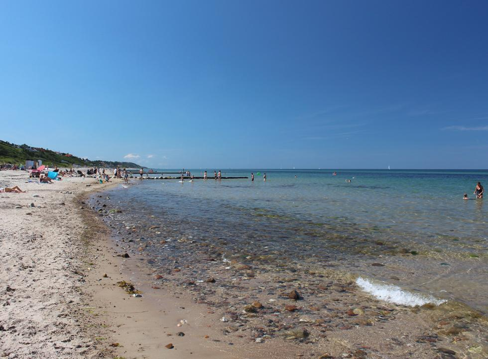 The lovely bathing beach of Rågeleje, below the high slopes and the holiday homes