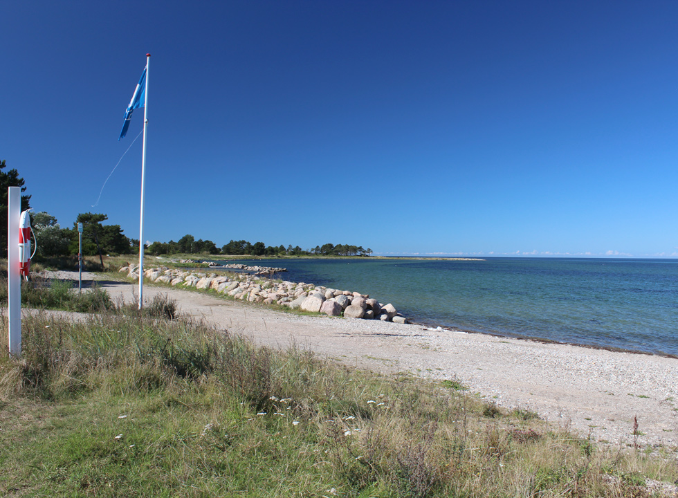 Blue flag by the child-friendly beach in the holiday home area Reersø